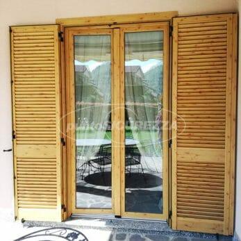 porta-finestra-persiana-effetto-legno